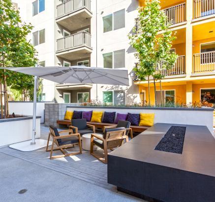 Camden Glendale apartments BBQ area in Glendale, California.