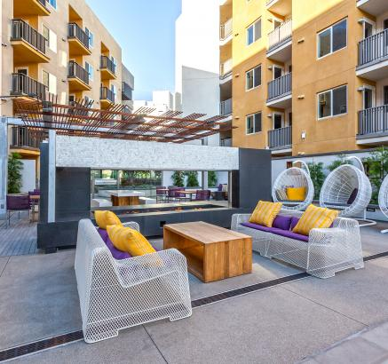 Camden Glendale Apartments resident outdoor are in Glendale, California.