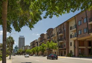 Camden Orange Court Apartments in Orlando, Florida